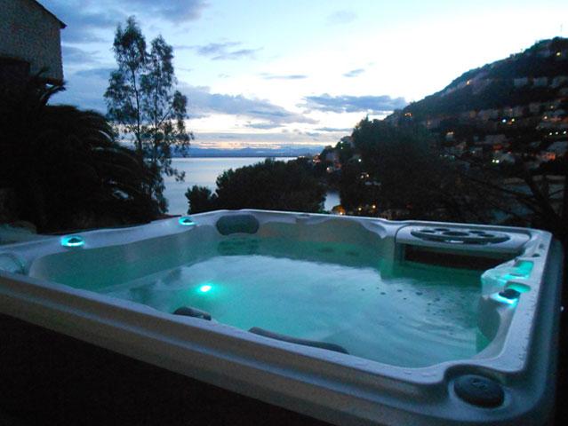 Villa Sur rosas avec Jacuzzi